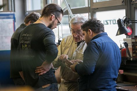 Swissinfo.ch Photoreport on the work in the Klötzli Knifesmiths